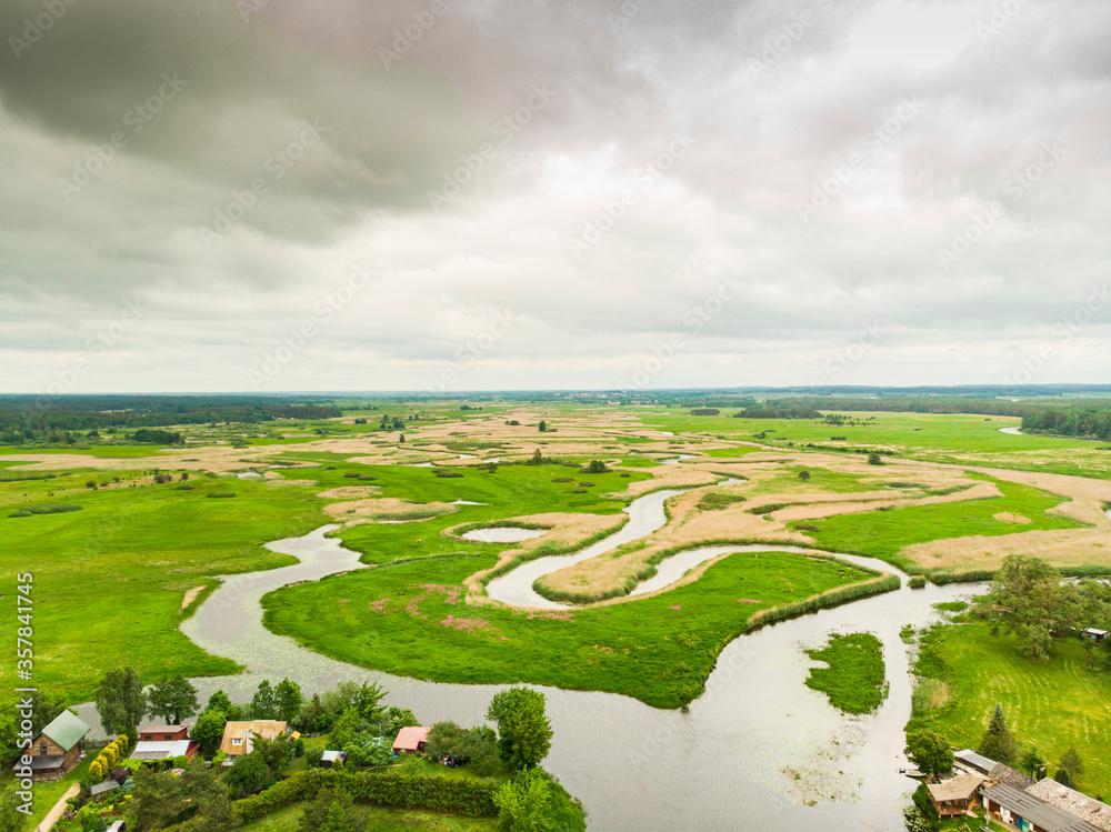 Obraz Biebrza Podlasie Biebrzański Park Narodowy Rzeka trzcina wieś bagno pole łąka widok z drona fototapeta, plakat