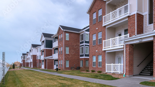 Fényképezés Panorama Large apartment complex in a receding view