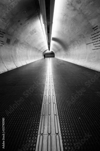 Túnel do metrô de São Paulo, em grande angular Canvas Print