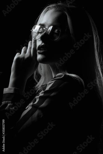 Fototapety, obrazy: Dramatic portrait of seductive girl wears glasses