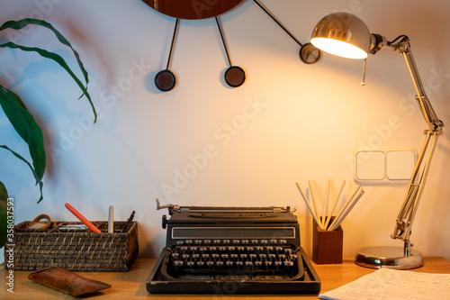Fototapeta escritorio con maquina de escribir antigua obraz