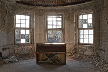 Beauty Of Decay - Old Abandone...