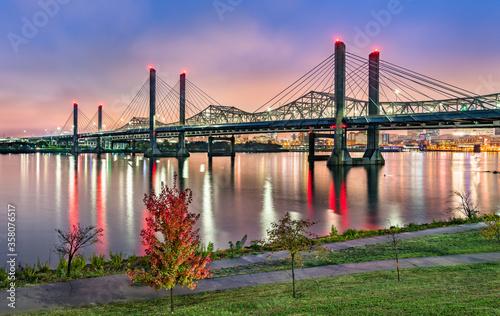 Bridges across the Ohio River between Louisville, Kentucky and Jeffersonville, I Fototapete
