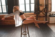 Sexy Beautiful Blonde Posing I...