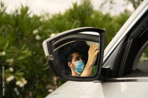 Photo Conducir con mascarilla