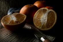 Naranjas Cortadas Con Cuchillo...