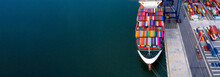 Container Ship Unloading In De...