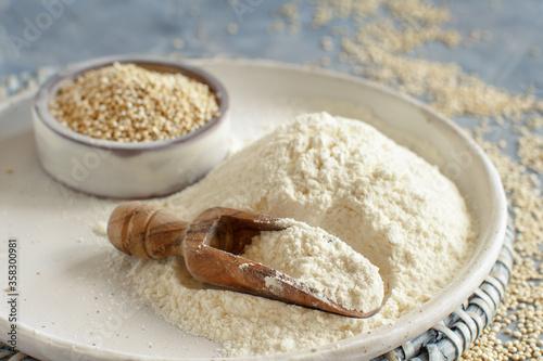Papel de parede Raw white quinoa seeds and flour close up