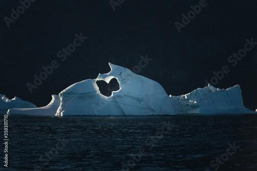Iceberg géant à la dérive, Groenland. Canvas Print