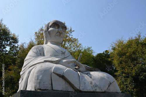 Obraz na plátně Miyamoto Musashi Statue, Reigando Cave