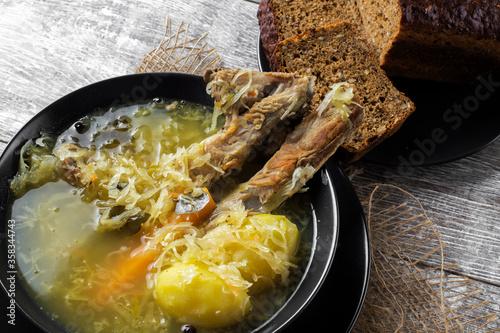 Fototapeta góralska kwaśnica, jedzenie, posiłek, dania, obiad, gotowanie, gotowanie, przepyszny, lunch, wieprzowina, zupa, gorąco, jarzyna, swiezy, zdrowa, kwaśnica, kapusta, kiszona, żeberko, baranina, regional obraz