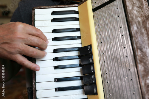 Person playing accordion Fototapet