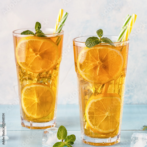 Fotografiet Iced tea with lemon slices and mint.