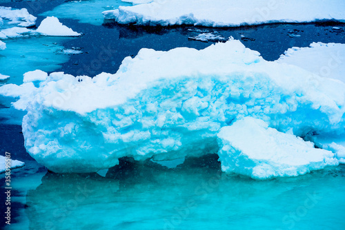 Photo Ice landcape on the water in Arctic