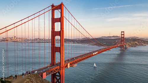 Платно Golden Gate Bridge With Sail Boat