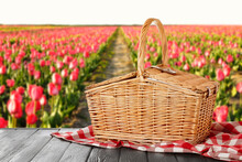 Wicker Picnic Basket With Chec...
