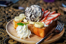 Honey Toast On Top With Chocol...