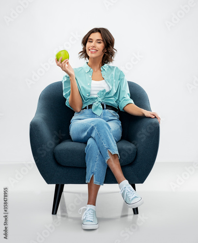 Cuadros en Lienzo comfort, people and food concept - portrait of happy smiling young woman in turq