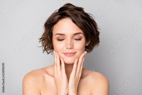 Photo Closeup photo of beautiful nude lady short bob hairstyle enjoy rejuvenation spa