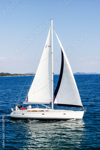 BIOGRAD, CROATIA - MAY 10:  An unidentified boat sails near Biograd with clear sky in the background on May 10, 2012 in Biograd, Croatia Fototapet