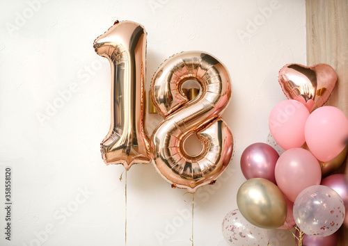 Papel de parede 18 years balloons on the white wall.