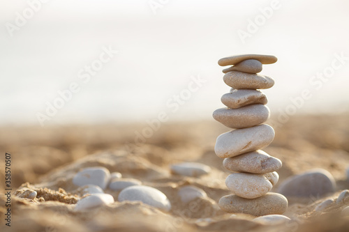 Fotomural sea stones tower on sand