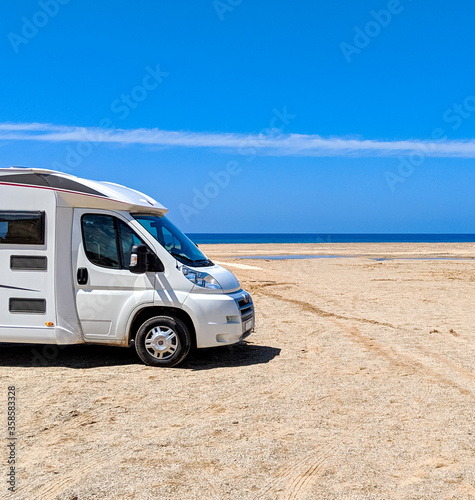 Photo Camper van parked near the Dunes of Piscinas, the largest natural beach in Europ