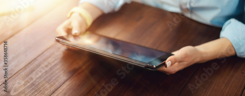 Obraz Close up photo of female hands with a digital tablet - fototapety do salonu