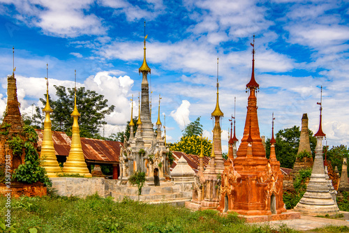 It's Shwe Indein Pagoda, a group of Buddhist pagodas in the village of Indein, n Fototapet