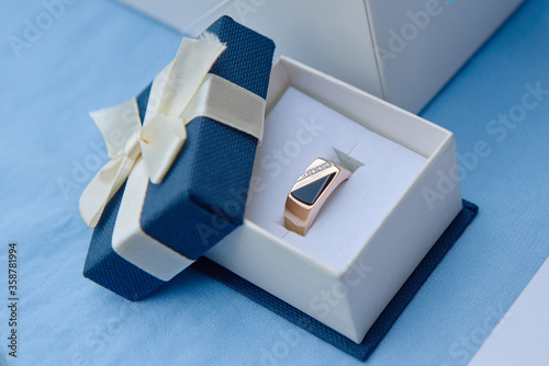 Fotografía Golden male ring with diamonds in box, copy space