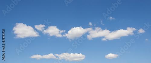 bandeau de nuages sur ciel bleu Canvas