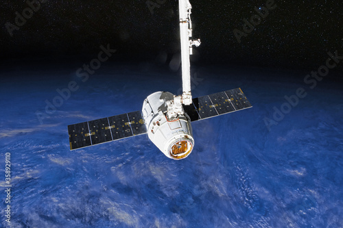 Fotografia SpaceX Crew Dragon spacecraft docking to the International Space Station