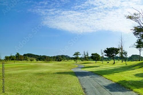 春夏秋冬、四季折々の美しさが広がる広大なゴルフコース Canvas-taulu