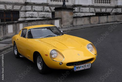 ferrari 275 gtb, italian sports car from the 1960's Tableau sur Toile