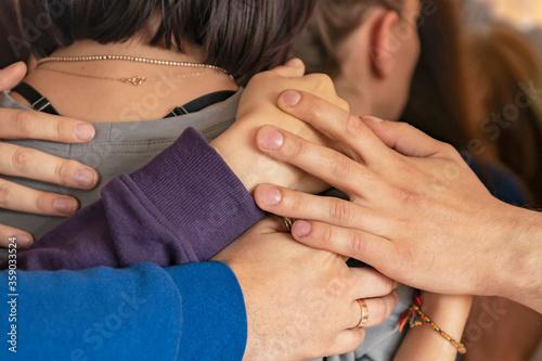Cuadros en Lienzo Hands. Friendly hugs by hands.