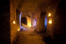 Dark Abandoned Underground Cha...