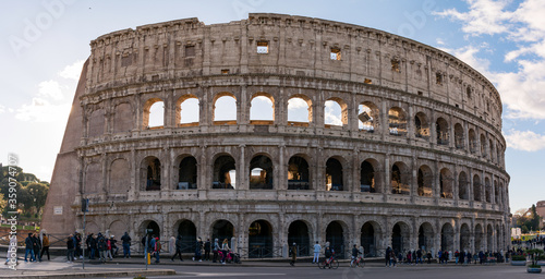 Obraz na płótnie Panorámica del Coliseo de Roma, Italia.