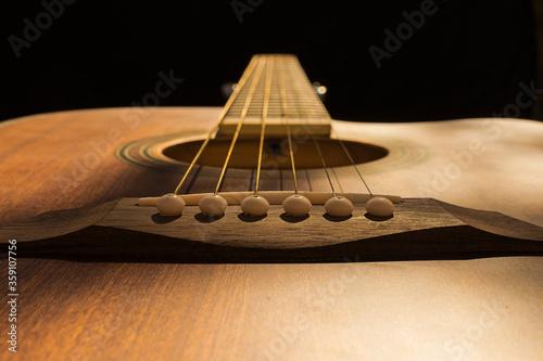 detalles de cuerdas de guitarras, el puente en primer plano Canvas-taulu
