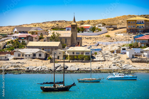 Photo It's Port of the Shark Island, a small peninsula adjacent to the coastal city of Luderitz in Namibia