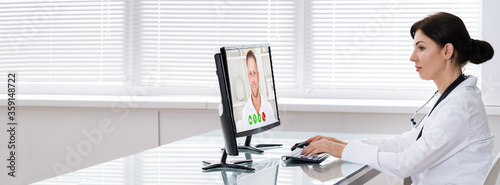 Obraz Doctor Talking To Patient Through Video Chat On Laptop - fototapety do salonu