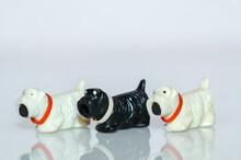 Drei Kunststoffhunde Zum Spielen Aus Der Zeit Der DDR