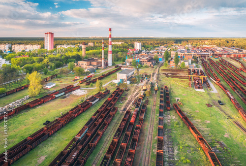 Cuadros en Lienzo Aerial view of freight trains