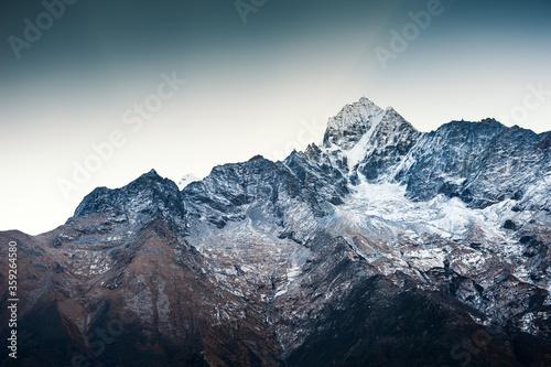 Fotomural Himalaya mountain range against the blue sky at sunrise