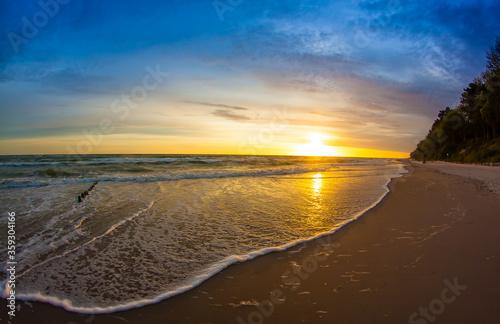 Fototapeta Piękny wschód słońca nad morzem Bałtyckim obraz