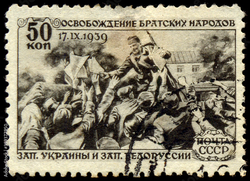 Valokuva USSR - CIRCA 1940: A Stamp printed in the USSR shows the release of the fraterna