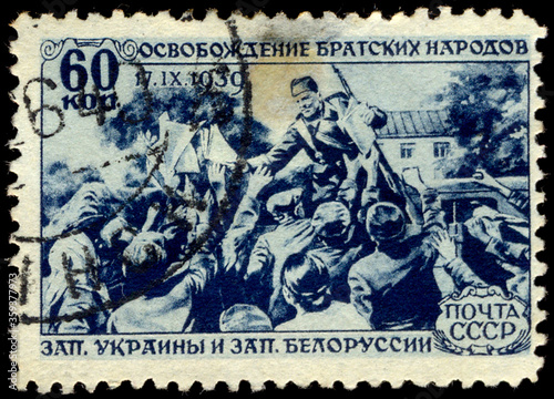 Valokuvatapetti USSR - CIRCA 1940: A Stamp printed in the USSR shows the release of the fraterna
