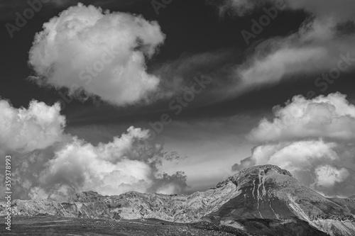 Photo Montagne del Gran Sasso a primavera