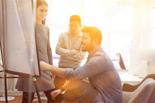 Startup Business Team bei Projekt Planung Canvas Print