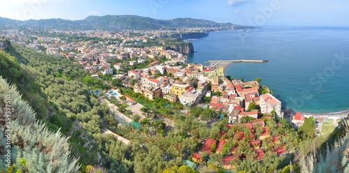 Panorama włoskiego miasta nabrzeżnego Sorrento