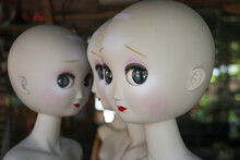 Naked Female Mannequin Dolls In The Shop Window